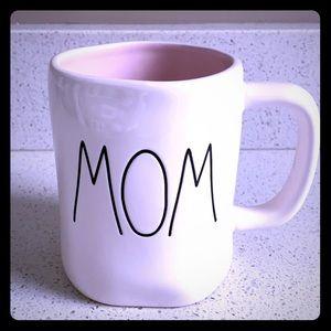 2/$40👩🏼 RAE DUNN MOM PINK COFFEE TEA MUG